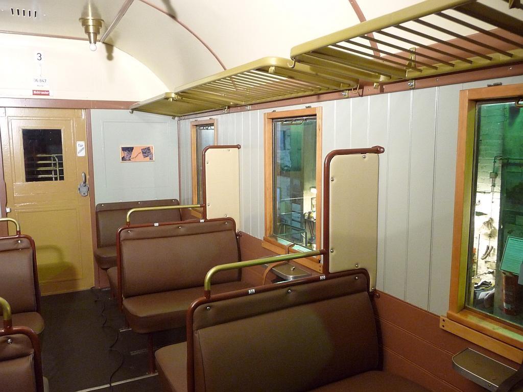 Das neu gestaltete 3. Klasseabteil im Wagen 6