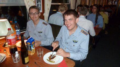 BEF und VVM-Jugend beim Abendessen