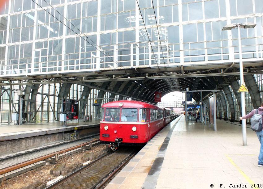Schienenbusgarnitur der Berliner Eisenbahnfreunde am 3.10.18 in Berlin-Alexanderplatz