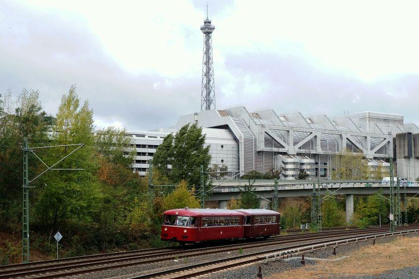 VT95 9396 mit VB142 307 vor dem Berliner Funkturm/ICC am 03.10.2018