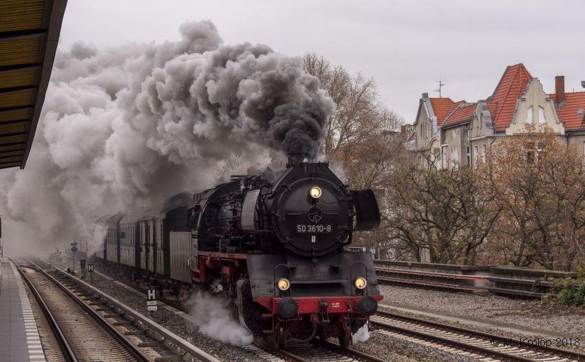50 3610 mit Museumszug der Berliner Eisenbahnfreunde am 2.12.18 in Berlin