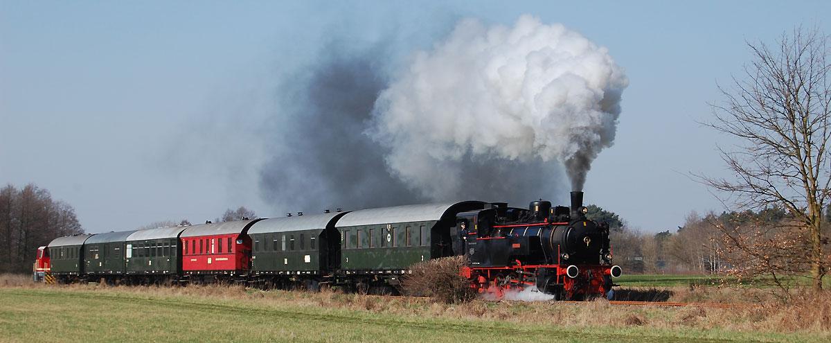 BEF-Museumszug mit vereinseigener Dampflok Ampflwang